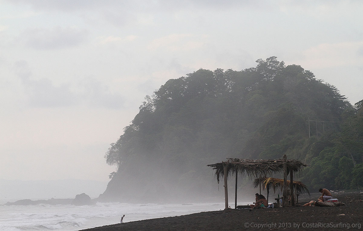 Black sand beach of playa hermosa for Black sand beaches costa rica