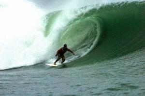 Isla Uvita Surfing